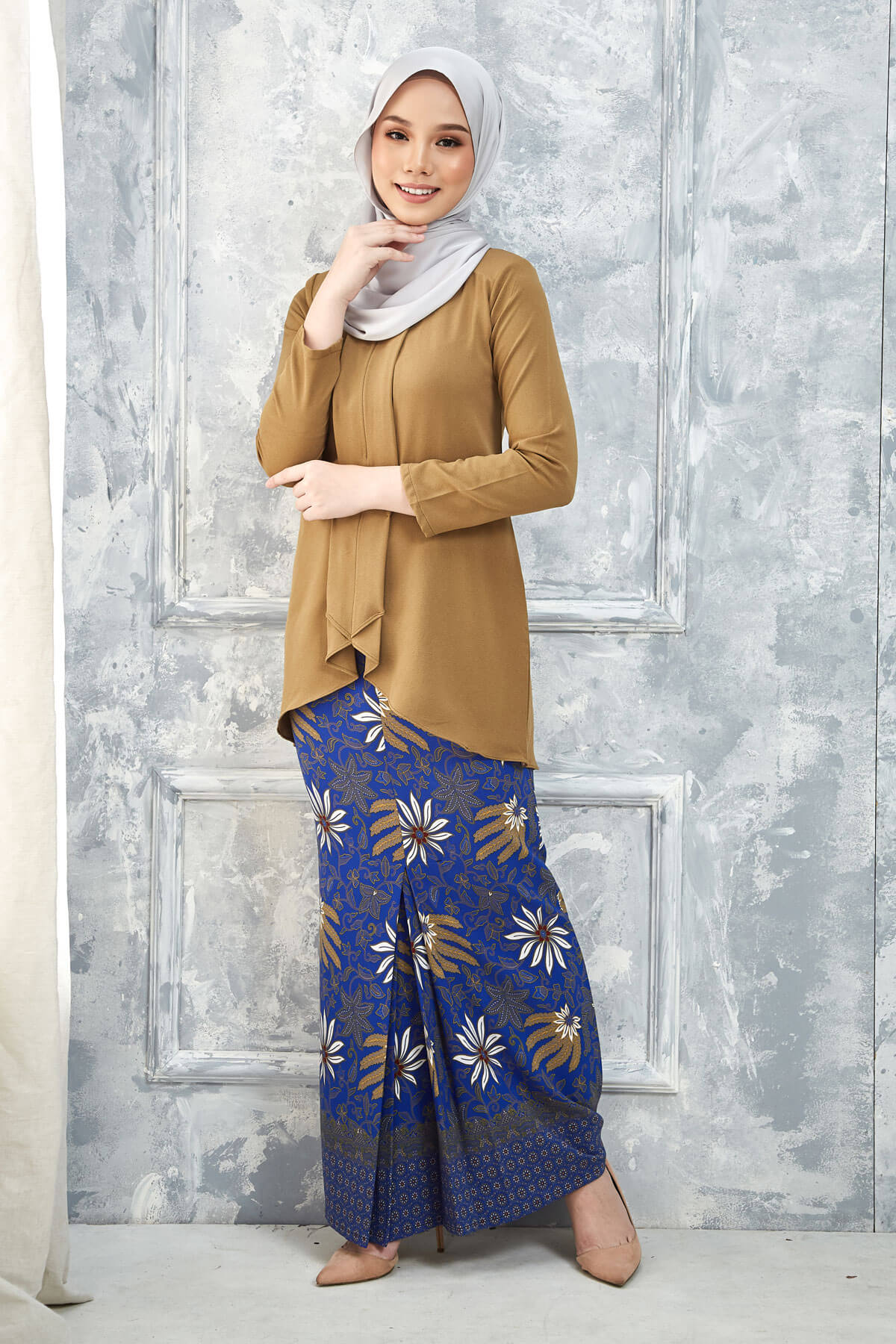 Kurung Inari Brown Gold